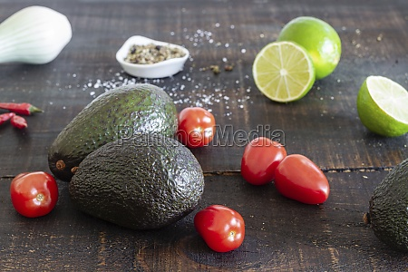 avocado and lime with tomatoes