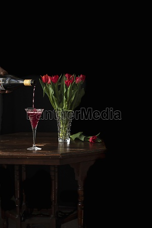 pouring sparkling wine in glass bouquet