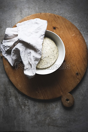 yeast dough with poppy seed