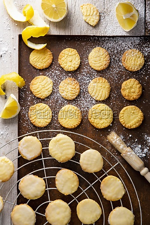 crispy lemon biscuits with a lace