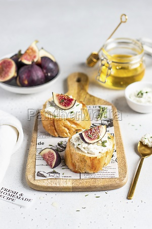 fig and goats cheese bruschetta