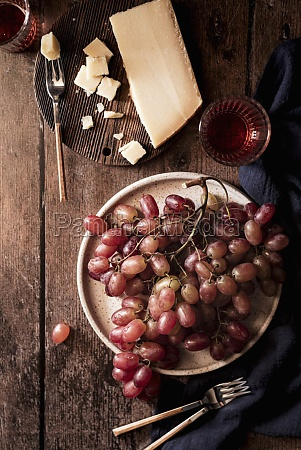 rose grapes with cheese