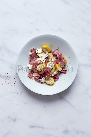 fresh dates salade with parma ham