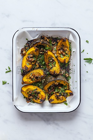 roasted pumpkins with hazelnuts