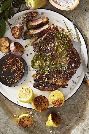 grilled steak with garlic and lemons