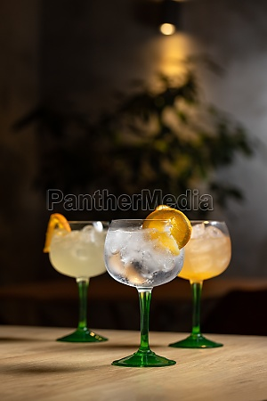 gin and tonic alcohol drink