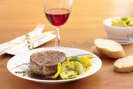 beef medallions with red wine sauce