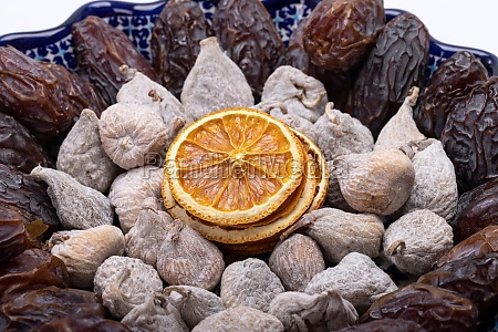 dried orange slices figs sprinkled with
