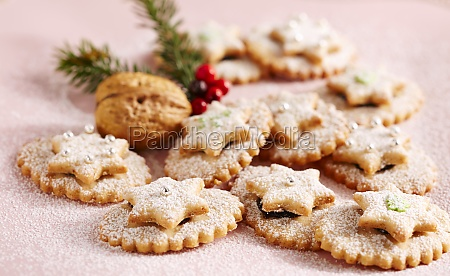 jam biscuits with icing sugar and