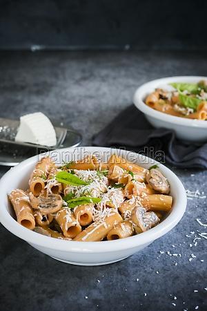 rigatoni with cream and mushrooms