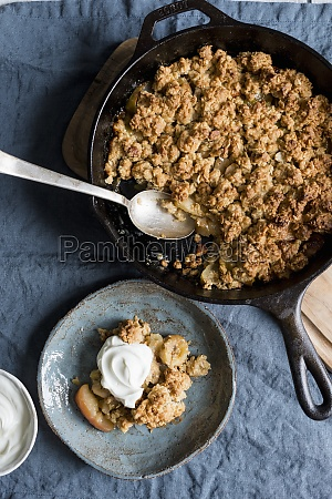 apple and banana oat crumble with