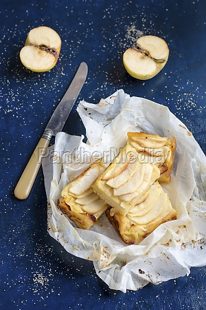 apple slices in parchment paper