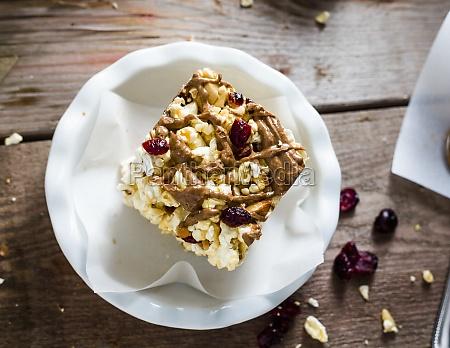 popcorn breakfast bar with almonds cranberries