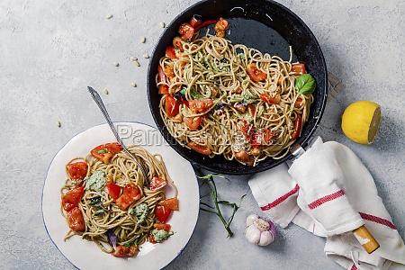 whole grain tomato pasta with basil