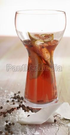 homemade fig vinegar in a glass