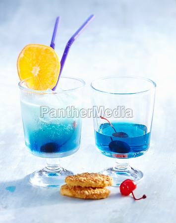 blue eyes cocktail with vermouth gin