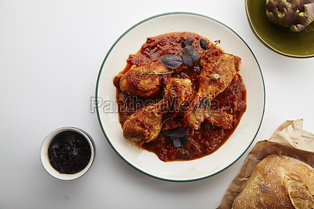 chicken legs with tomato sauce and