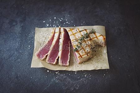 grilled tuna steak with coarse sea