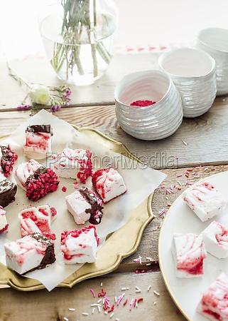 strawberry swirl marshmallows