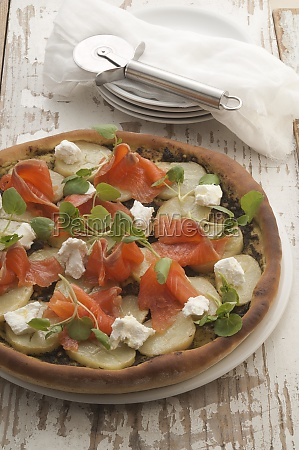 smoked trout and potatoes pizza
