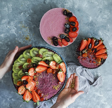 vegan raw cheesecakes top view with