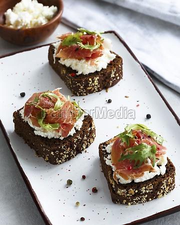 bruschettas with cream cheese and jamon