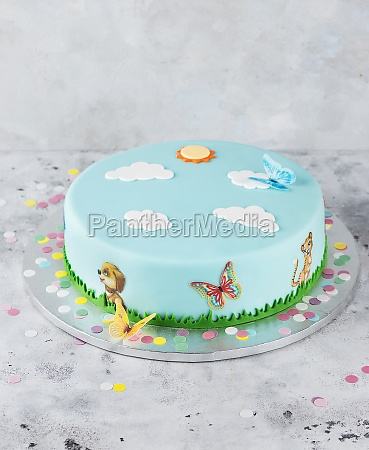 a fondant cake for a childs