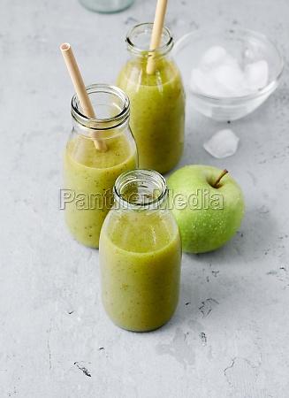 kiwi lettuce and apple smoothies