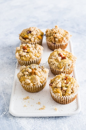 peaches muffins with streusel