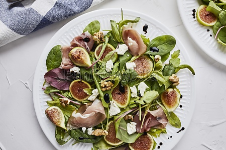 salad with fresh figs prosciutto goat