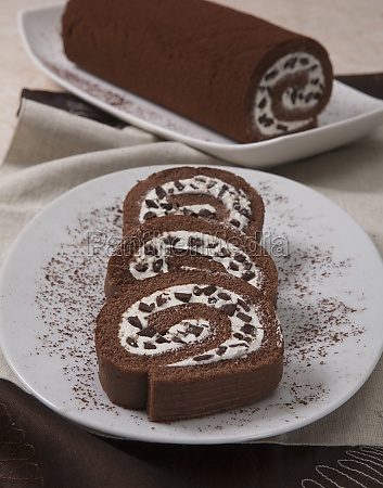 chocolate swiss roll with white chocolate
