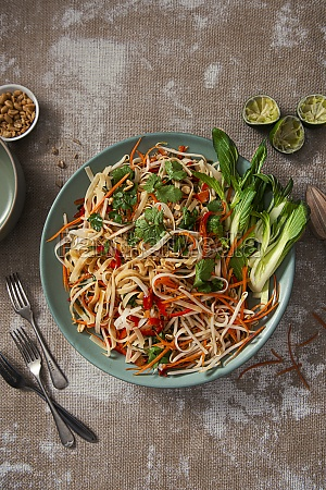rice noodle salad with bean sprouts