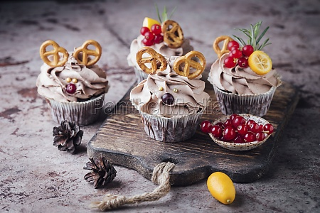 fancy cupcakes with pretzels