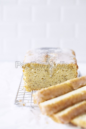 moist poppyseed and lemon cake with