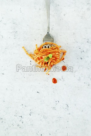 fork with spaghetti with tomato and