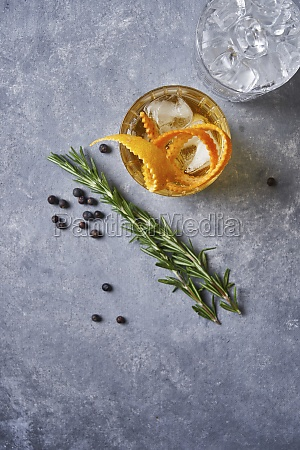old fashioned cocktail with whiskey and