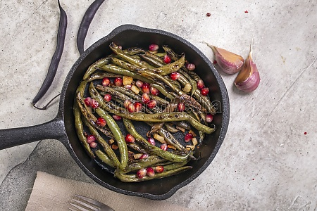 charred green beans with garlic and