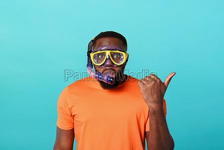 man with mask ready to swim