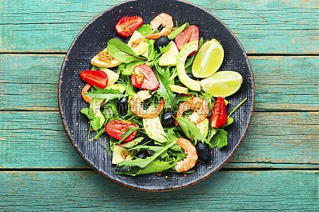 summer salad with shrimps and strawberries