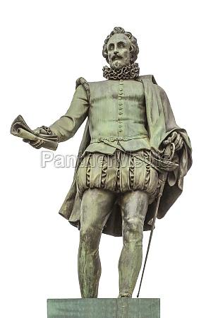miguel de cervantes saavedra statue erected