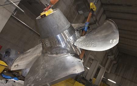 turbine a rotary mechanical device