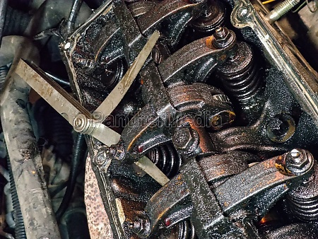 dirty valves and engine camshaft 3