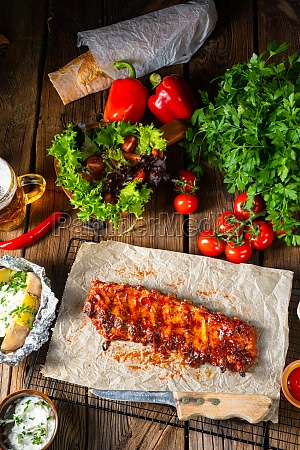 spicy spare ribs with baked potatoes