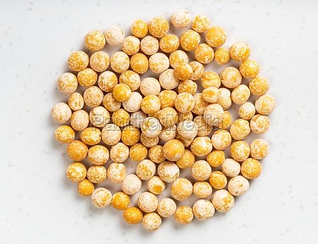 pile of dried whole yellow peas