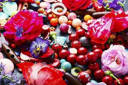 assorted colored beads for jewelry