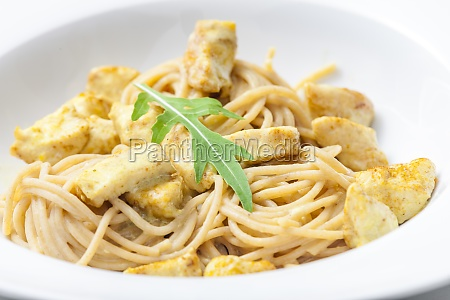 spaghetti with curry chicken meat