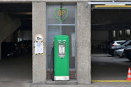 alte garage in wien OEsterreich europa