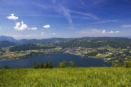 lake traunsee seen from gmundnerberg salzkammergut