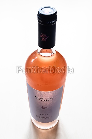 closed pinot noir rose wine of