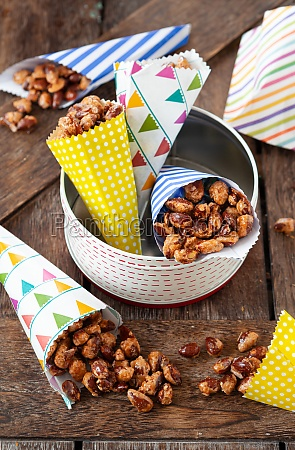 roasted almonds with cinnamon